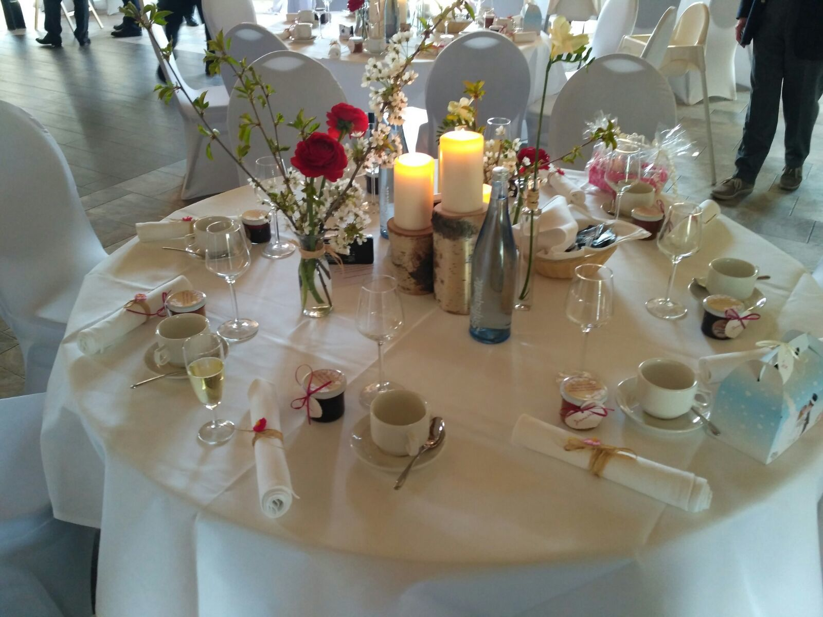 Deko Fur Runde Tische Blumen Deko Bridesclub Weddingstyle